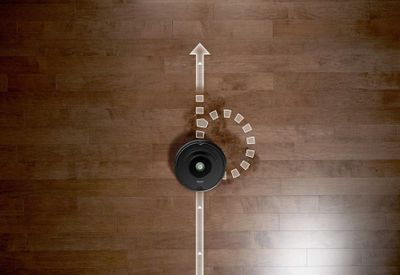 Un detective de la suciedad a su servicio. El robot aspirador Roomba® ... 5a7aa244755e